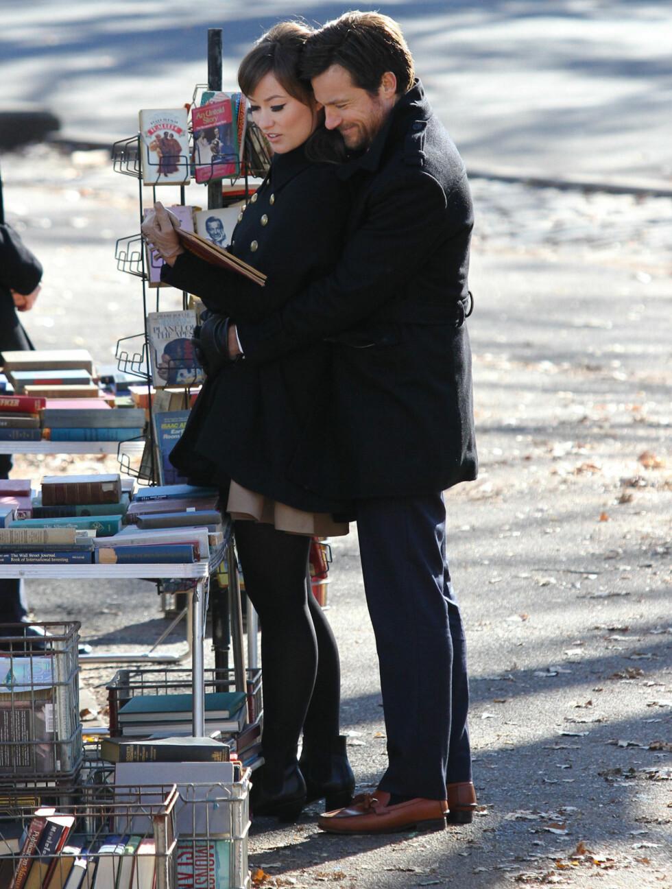 <strong>ROMANTISK:</strong> Olivia Wilde og Jason Bateman spiller inn filmen The Longest Week i Central Park i New York. Foto: Stella Pictures