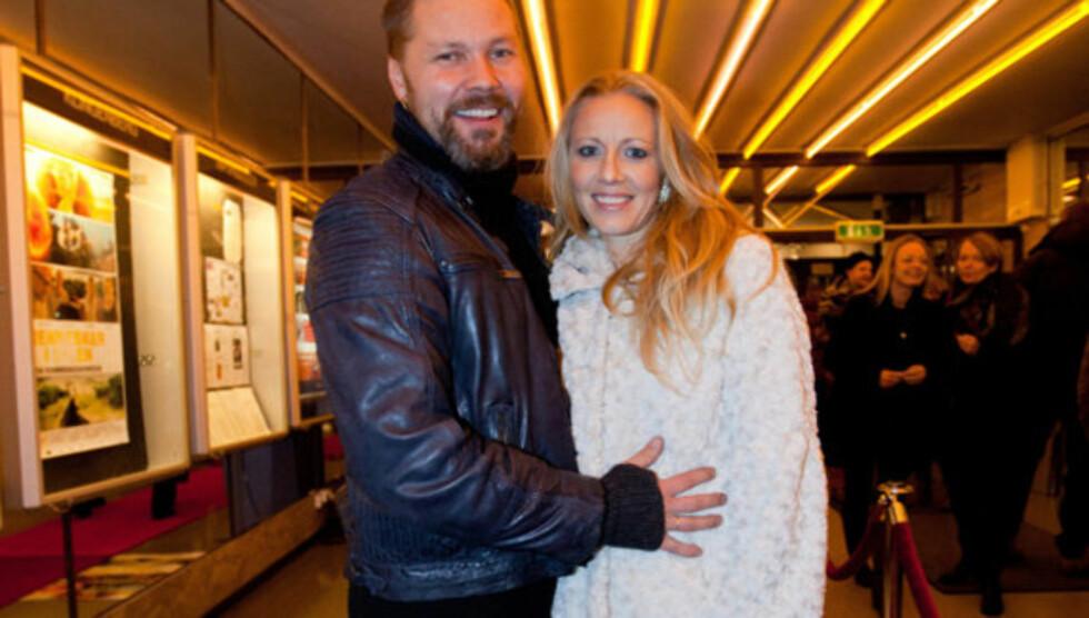 <strong>FORELDRE:</strong> Stig Henrik Hoff og kona Sølje Bergmann har tre små barn sammen. Fra før har han også døtrene My (22) og Aurora (20). Foto: Stella Pictures