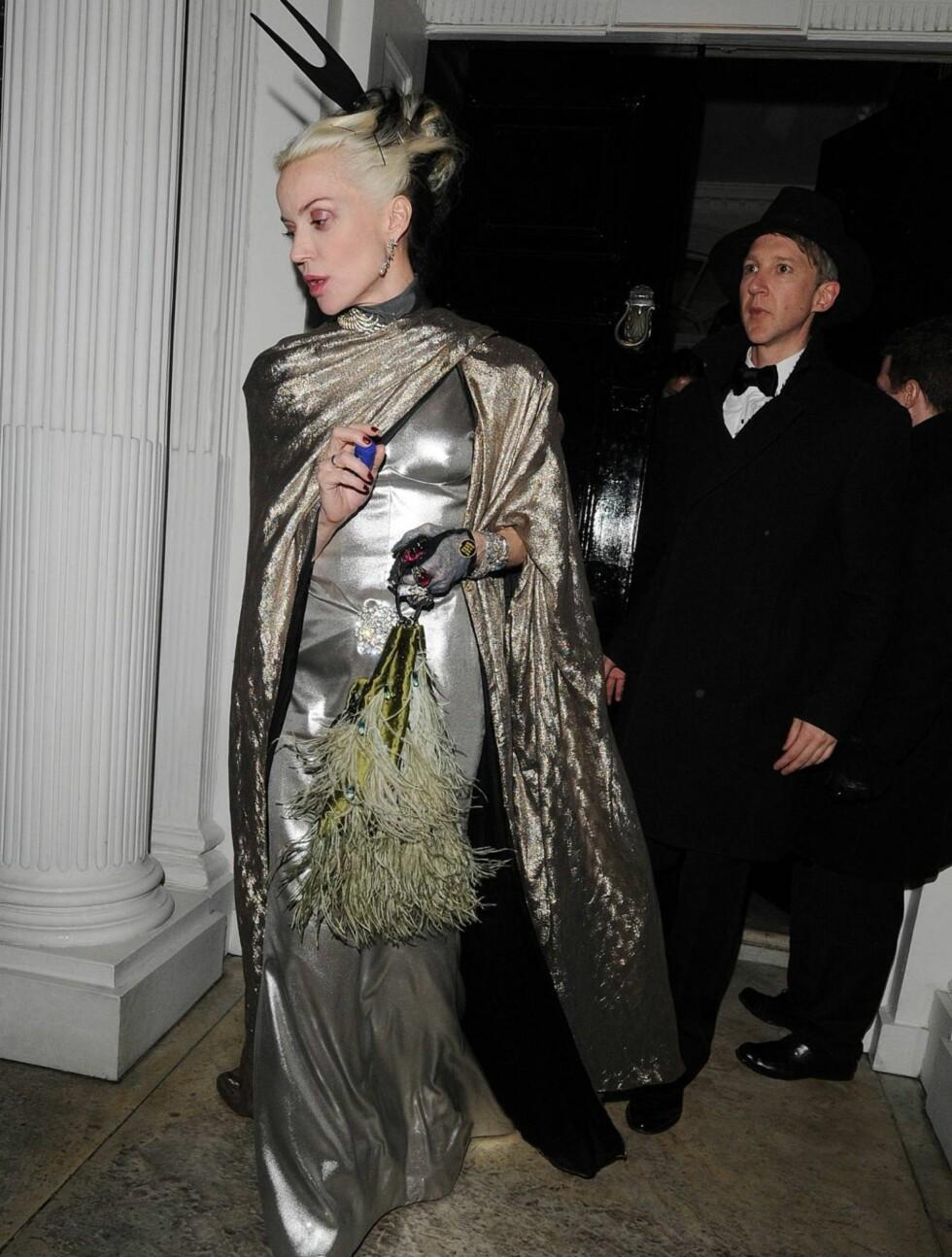 VÅGAL: Hennes alternative klesstil skiller seg ut i mengden. Her på et moteevent i London. Foto: All Over Press