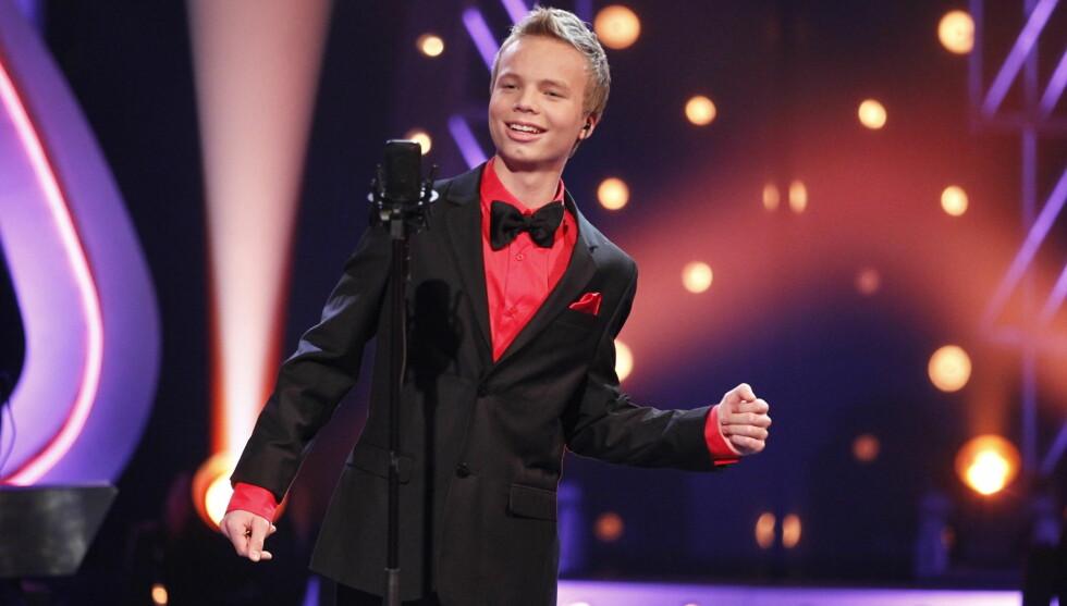 ROCKA: Isak Knutsen Heim (16) var proppfull av energi på scenen og hadde til og med lagt inn noen dansemoves. Foto: Stella Pictures