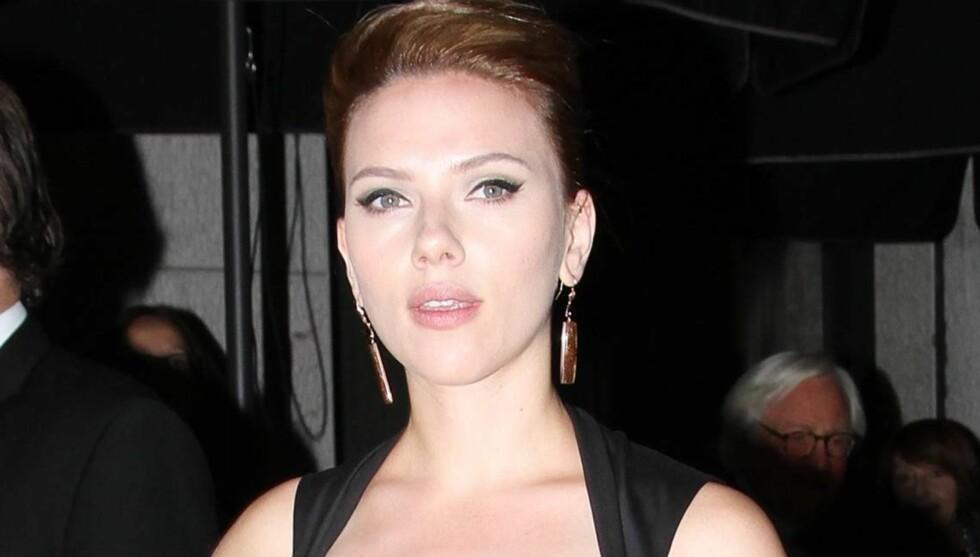 SUR: Scarlett Johansson er overhode ikke fornøyd med at eksmannen dater «Gossip Girl»-stjernen Blake Lively. Foto: All Over Press