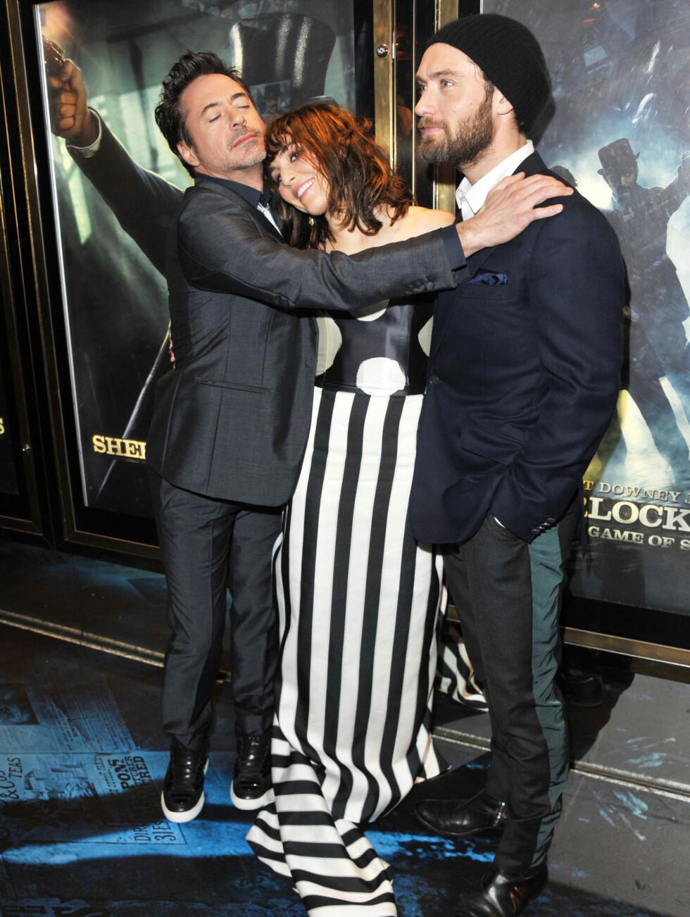 GOD GJENG: Robert Downey Jr., Noomi Rapace og Jude Law så ut som riktig så gode, gamle venner på London-premieren til «Sherlock Holmes: A Game of Shadows» torsdag 8. desember. Foto: All Over Press