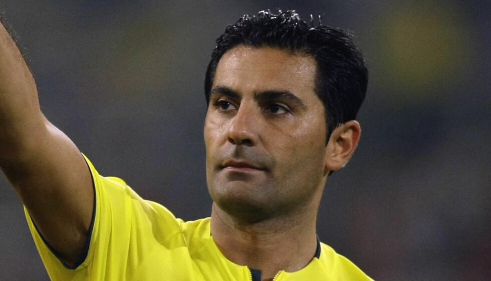 DOMMER: Babak Rafati startet sin dommerkarriere i 1. Bundesliga nettopp i en kamp mellom Köln og Mainz 6.august 2005. Foto: Reuters