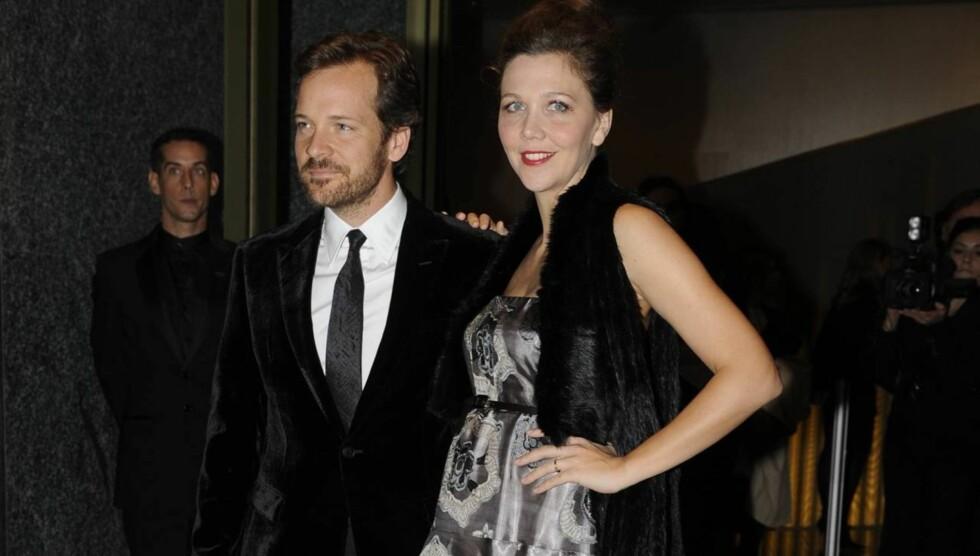 FORELDRE IGJEN: Maggie Gyllenhaal og Peter Sarsgaard var nylig i Italia sammen i forbindelse med promotering av hennes nyeste film «Hysteria». Her fra et event i regi av Armani. Foto: All Over Press