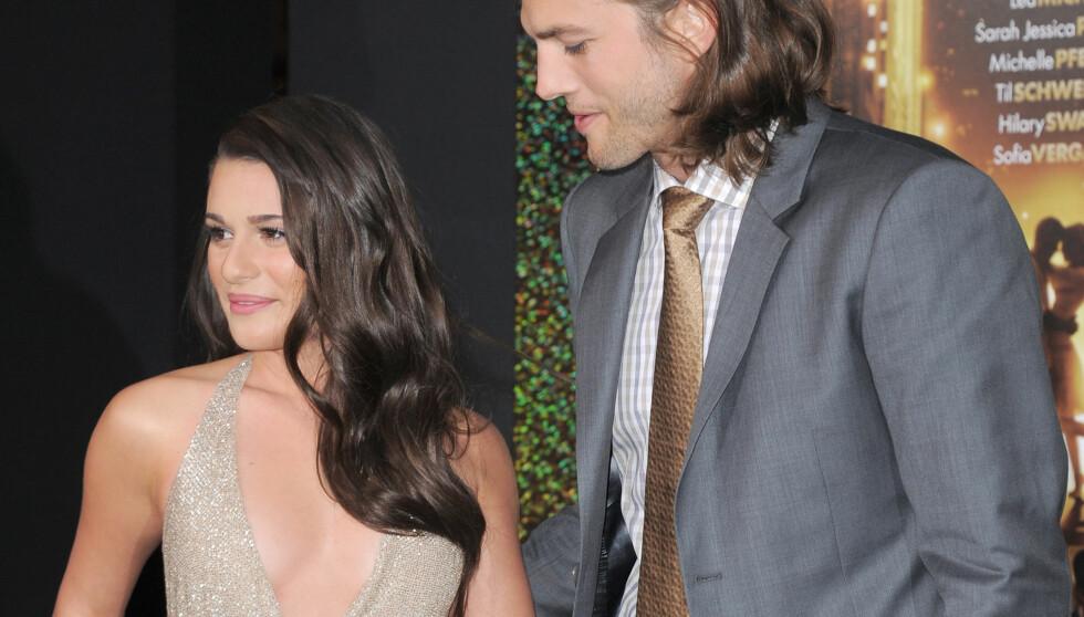 <strong>HVA SER DU PÅ ASHTON:</strong> Ashton Kutcher er fascinert over Lea Micheles utrigning på premieren av «New Years Eve».  Foto: Stella Pictures