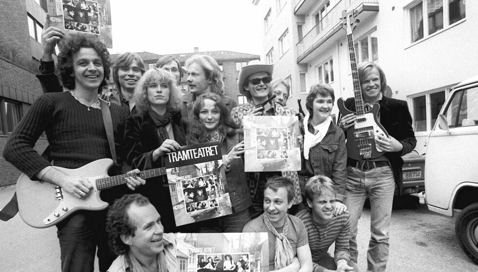 DEN GANG DA: Arne Garvang (med gitar t.v.) og Marianne Krogness (ved siden av) fant hverandre under tiden i Tramteateret på 70-tallet. Foto: Scanpix