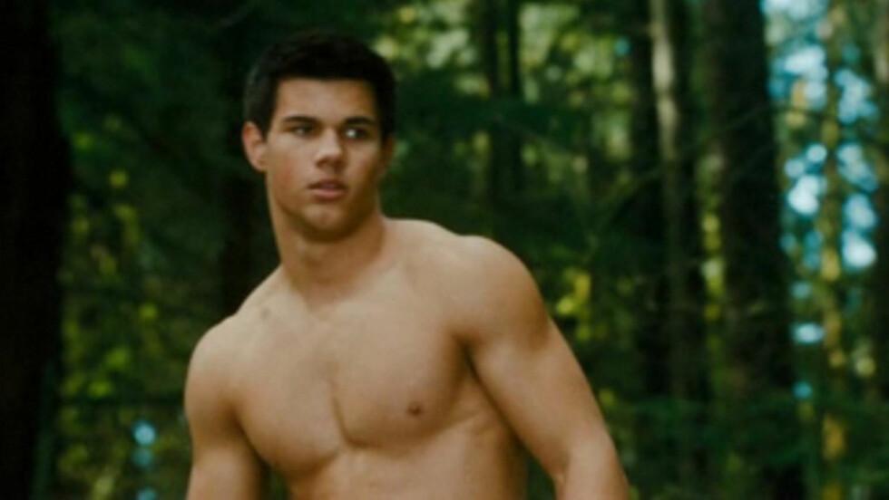 VELTRENT: Taylor Lautner har nok fått mange ungpikehjerter til å smelte i rollen som den snille muskelbunt-indianer-varulven Jacob Black i «Twilight»-filmene. Men stjernen avslører at superkroppen etterhvert ble et fulltidsprosjekt. Foto: Stella Pictures