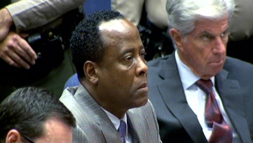 TYDELIG PREGET: Conrad Murray hører her på at kjennelsen mot ham blir lest opp i retten.  Foto: Scanpix