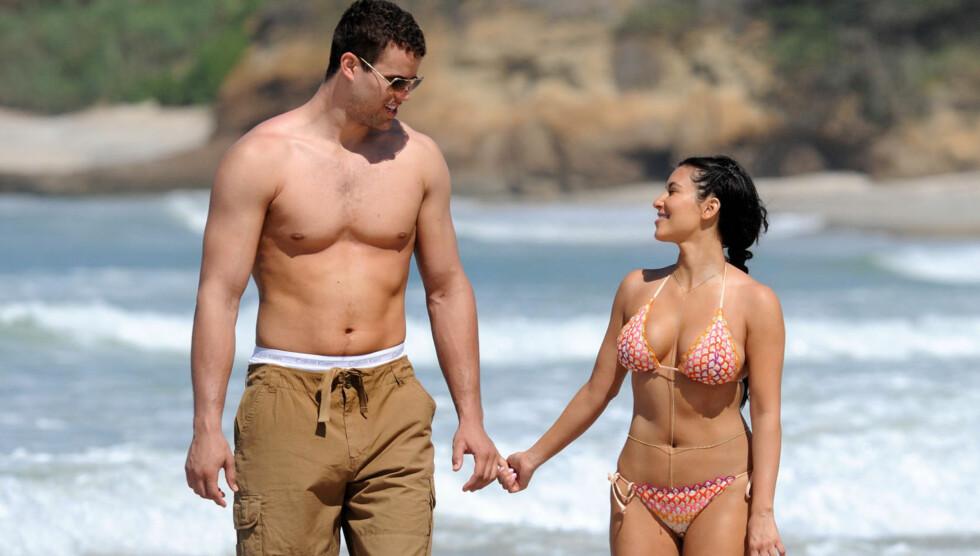 TILBUDT JOBB: Kim Kardashians ektemann Kris Humphries har fått tilbud om å strippe i Las Vegas. Her er han på ferie sammen med Kim tidligere i sommer.  Foto: All Over Press