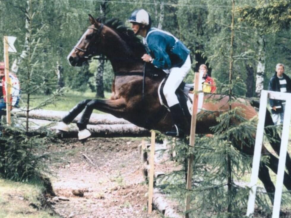 <strong>AKTIV:</strong> Håvard brukte nesten all fritiden sin på hest. Han var en aktiv terrengrytter i mange år og veldig glad i dyr. Foto: Privat