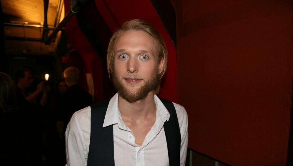 ROCKA: Fredrik Klemp skiller seg ut fra de andre deltagerne på grunn av sin rocka stil. For ham er det uaktuelt dersom han blir bedt om å fjerne skjegget.  Foto: Sølve Hindhamar, Seher.no