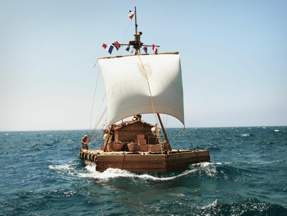 <strong>KONTROVERSIELL:</strong> Thor Heyerdahl ble verdensberømt da han i 1947 la ut på ekspedisjon med flåten Kon-Tiki for å bevise at folk kunne ha krysset Stillehavet med denne type fartøy. Foto: Filmweb