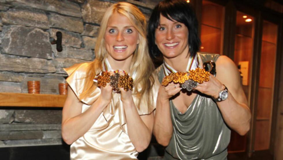 SPORSLIG SUKSESS: Therese Johaug og Marit Bjørgen gjorde sine saker meget bra i OL 2010. Men på lønningslisten ligger de på bunn. Foto: Stella Pictures