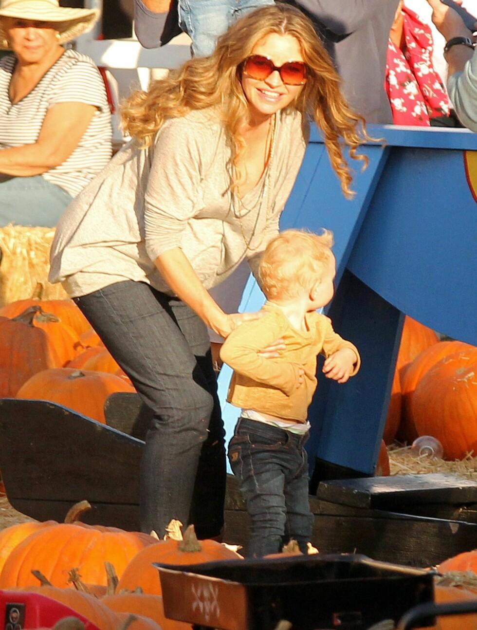 <strong>BABYLYKKE:</strong> Rebecca gleder seg til å bli mamma for andre gang. Her med datteren Billie Beatrice. Foto: All Over Press