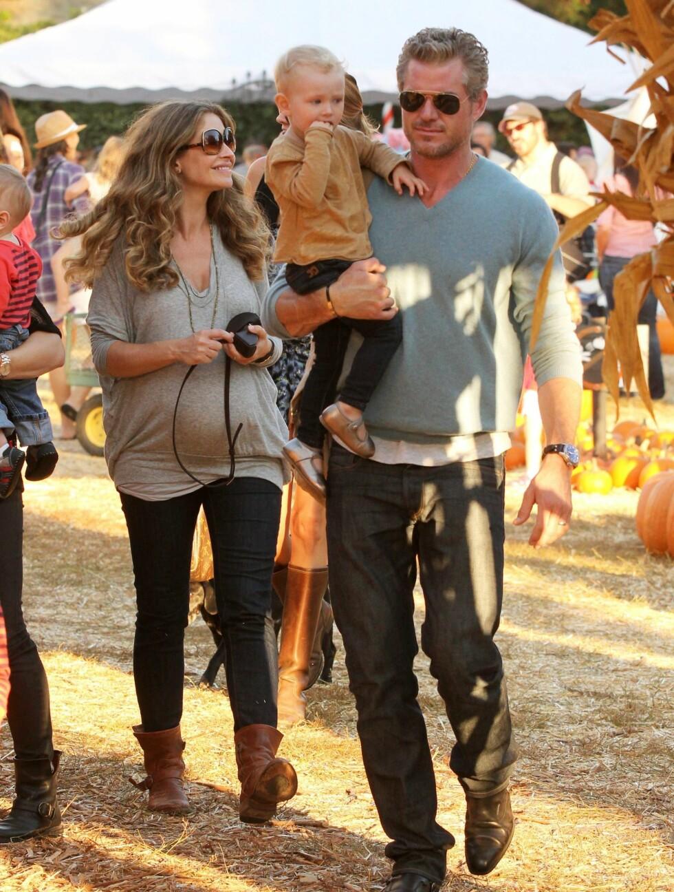<strong>HALLOWEEN:</strong> Familien var på jakt etter et stort gresskar til årets halloween-feiring. Foto: All Over Press
