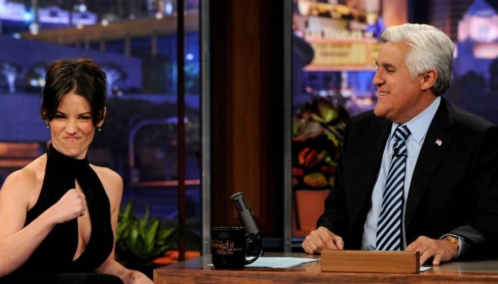 KJEMPET SEG GJENNOM SMERTENE: Evangeline Lilly fortalte med stolthet i stemmen hvordan hun kjempet seg gjennom den 30 timer lange fødselen i mai, da hun besøkte  «The Tonight Show» og programleder Jay Leno mandag. Foto: All Over Press