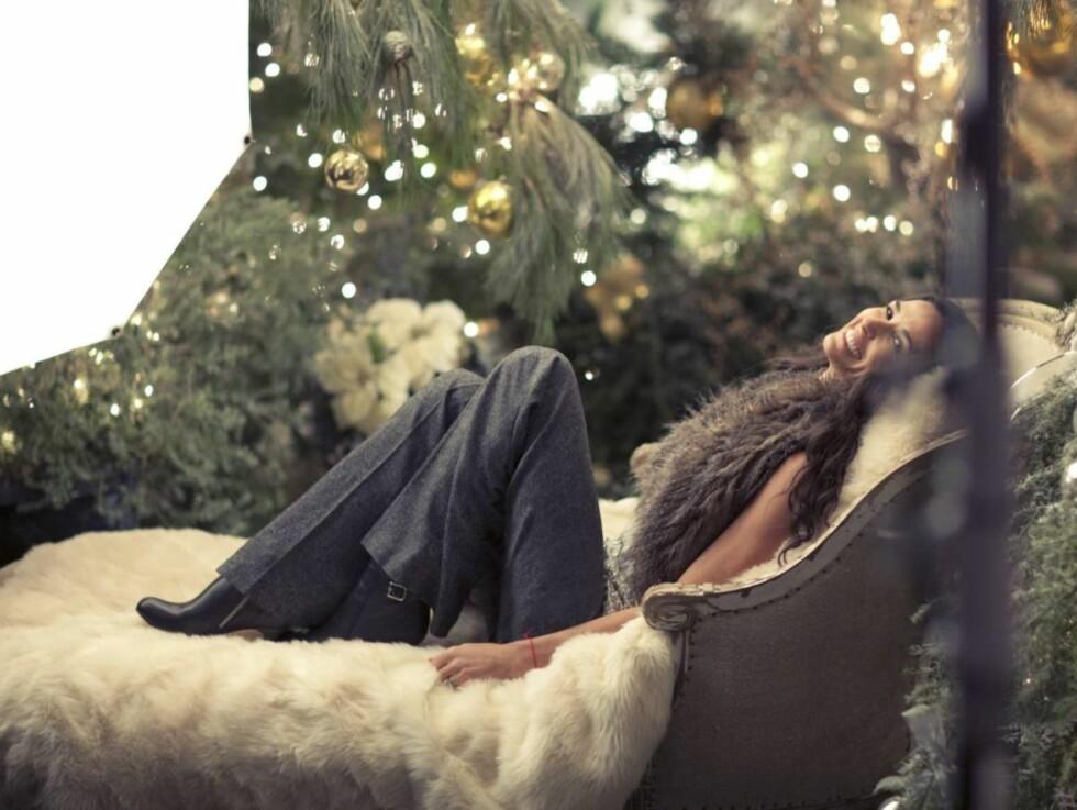 SMILER IGJEN: Demi Moore viser sin glede over å være tilbake foran kamera i en ny reklamekampanje for varekjeden Ann Taylor. Foto: All Over Press