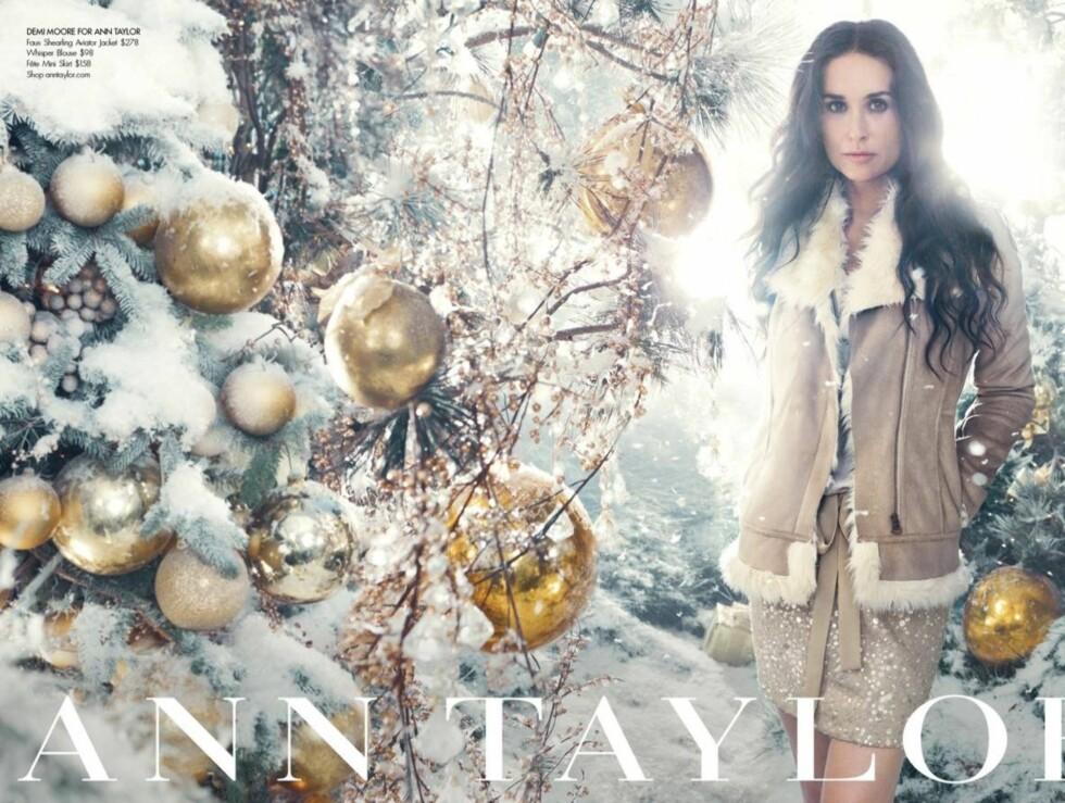 JULESTEMNING: Det mangler ikke på snø og juletrær på de nye bildene med Demi. Foto: All Over Press