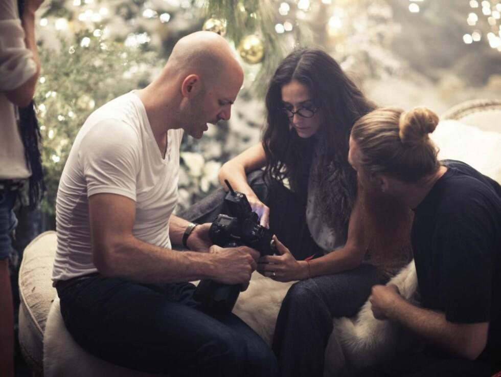 KRITISK : Demi Moore er en erfaren fotomodell og ser nøye gjennom resultatene etter hver fotoshoot. Foto: All Over Press