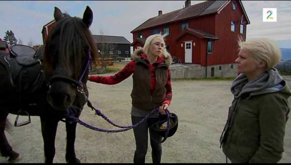 DYREVENN: Bente har tatt Bachelorgrad i hest og har lært seg å snakke dyrets språk. Hun forteller åpenhjertig om sin unike interesse i dagens Se og Hør. Foto: TV 2