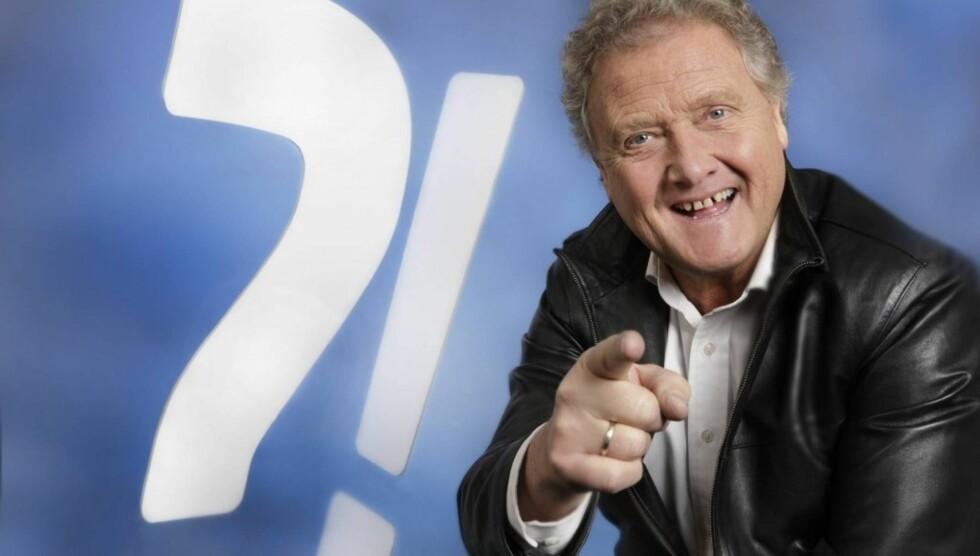 <strong>QUIZMASTER:</strong> Dan Børge er å se på i NRK-programmet «QuizDan», hvor han peprer deltakerne med spørsmål om stort og smått. Foto: NRK