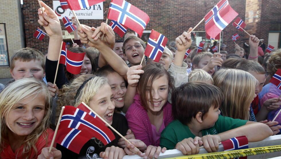 <strong>SANG NASJONALSANGEN:</strong> Ungene i Minnesota ga alt på klingende norsk-amerikansk for kong Harald og dronning Sonja. Foto: Scanpix