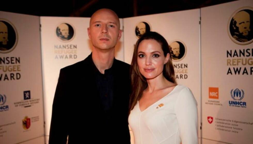 STJERNEMØTE: Sivert Høyem avbildet med filmstjernen Angelina Jolie.  Foto: Foto: UNHCR/J.Tanner