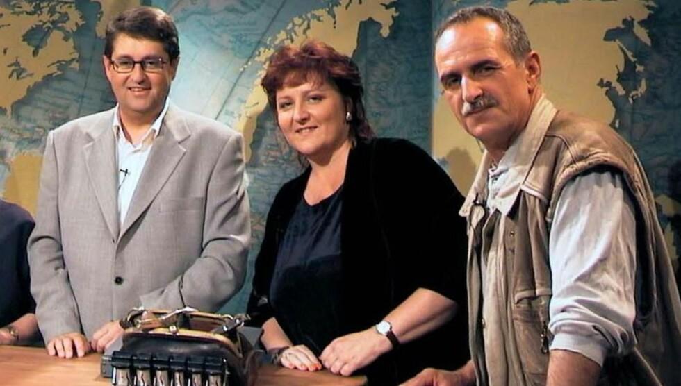 <strong>RUTINERT:</strong> Viggo Valle (t.v.) har 25 års efaring på radio, men har også vært innom TV-skjermen. Som her i «Billetten» fra mange år tilbake der Anne B. Ragde og Jon Michelet er gjester. Foto: NRK