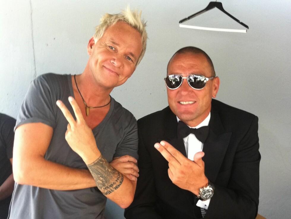 HARDTSLÅENDE MØTE: Kristian Valen og Vinnie Jones ser ut til å trives sammen under innspillingen. Foto: Privat