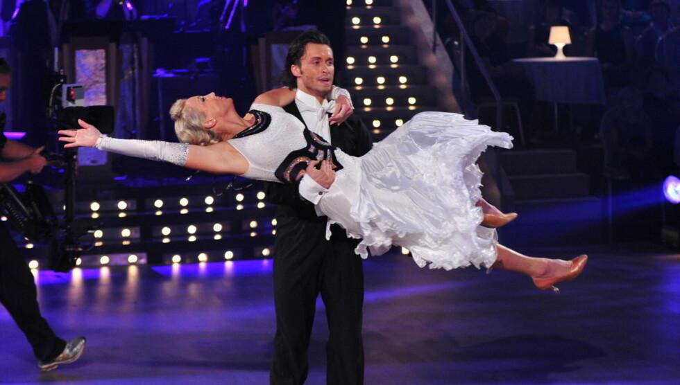 DANSET SEG VIDERE: Kari Traa og dansepartneren Egor Filipenko er videre i årets «Skal vi danse» på TV 2. Foto: Stella Pictures