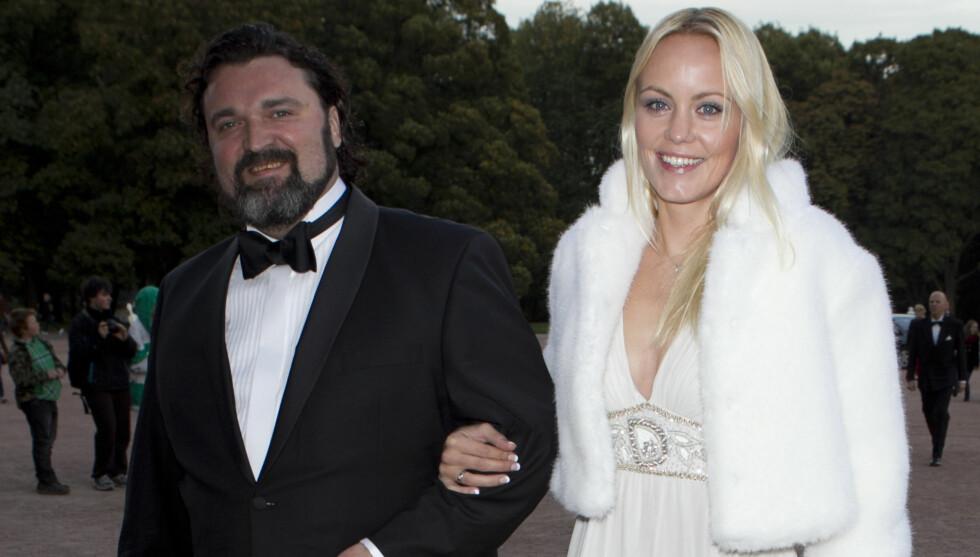 INGEN TVIL: Gro Skaustein forteller at hun aldri var i tvil om at ektemannen Hans-Erik Dyvik Husby ville bli rusfri. Her er de på vei inn til slottet i prinsesse Marthas 40-årsdag.  Foto: Stella Pictures