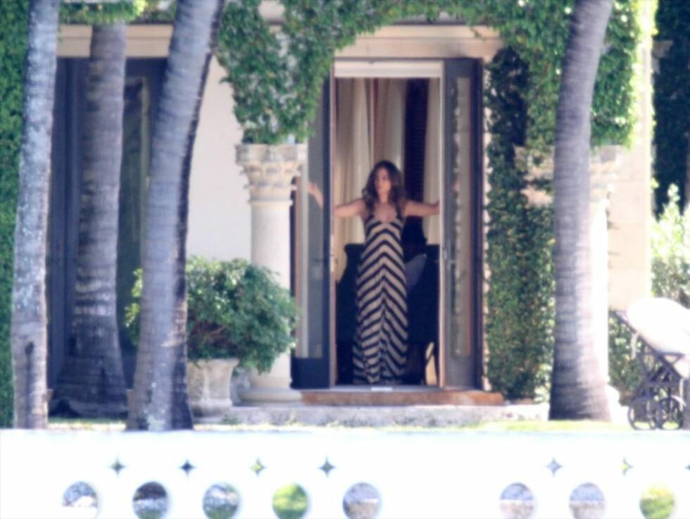 SLAPPET AV: Jennifer Lopez så ut til å storkose seg i den varme Miami-sola. Foto: All Over Press