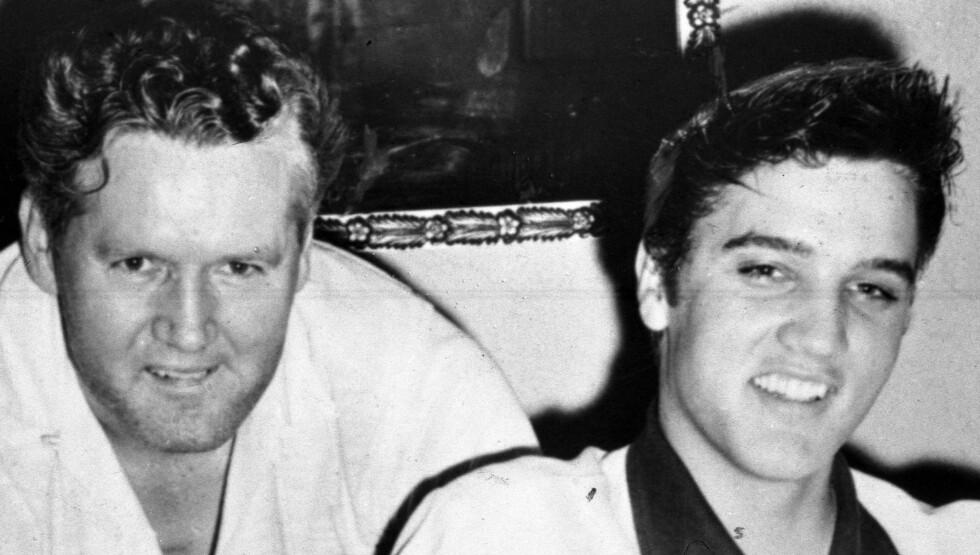 FAR OG SØNN: Elvis og pappa Vernon hadde et godt forhold. Da rockekongens mor Gladys døde giftet Vernon seg med moren til Monicas ektemann. Foto: Stella Pictures