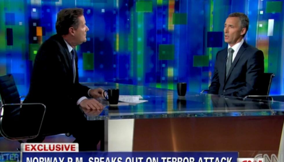 <strong>INTERNASJONAL OPPMERKSOMHET:</strong> Jens Stoltenberg ble blant annet spurt om terroraksjonene 22. juli og Obamas forslag til ny skattepolitikk, da han mandag besøkte CNN-stjernen Piers Morgans program «Piers Morgan Tonight». Foto: CNN