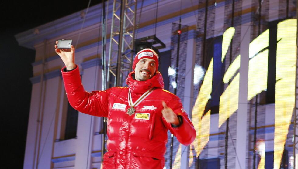 KOMBINERTSTJERNE: Magnus Moan er en av Norges beste kombinertstjerner. Her er han på medaljeseremonien under Ski-VM i Holmenkolle, der Norge fikk bronse på stafetten. Foto: SCANPIX