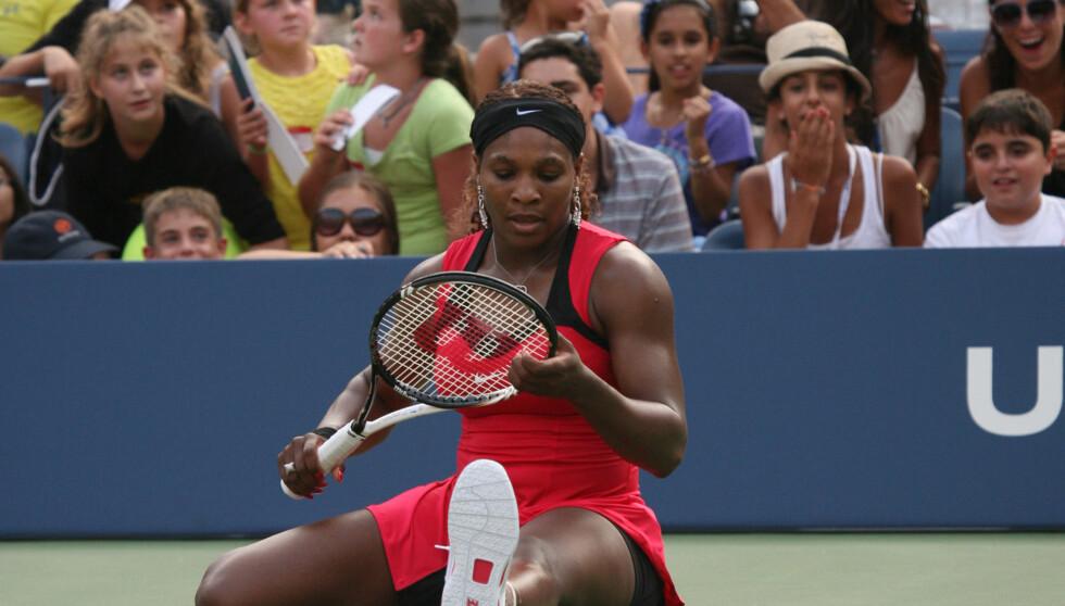 UVANLIG OPPVARMING: Tennisstjernen Serena Williams var en av mange som ble overrasket da hun hørte den uvanlige nasjonalsangen før sin US Open kamp mot Caroline Wozniacki. Foto: All Over Press