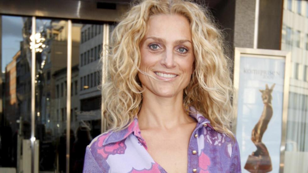 DRIVER DANK: Tidligere skuespiller og danser, og nåværende programleder Henriette Lien hater å ha dårlig tid. De mest interessante tingene oppstår gjerne når man ikke gjør noe spesielt, mener hun. Her er hun avbildet ved Edderkoppen teater i Oslo f Foto: SCANPIX