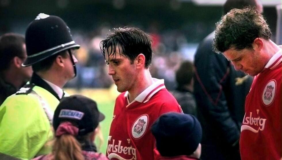 MEDALSJENS BAKSIDE: Stig Inge Bjørnebye (til høyre) snakker nå ut om den tunge tiden da han spilte i Liverpool. Her er han avbildet med en annen Liverpool-nordmann, Øyvind Leonardsen i 1998. Foto: Scanpix