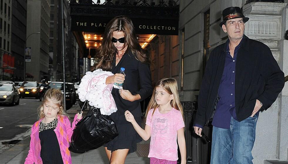 TURBULENT: Charlie Sheen tok med seg fire prostituerte da han spiste middag sammen med eks-kona Denise Richards.  Foto: All Over Press