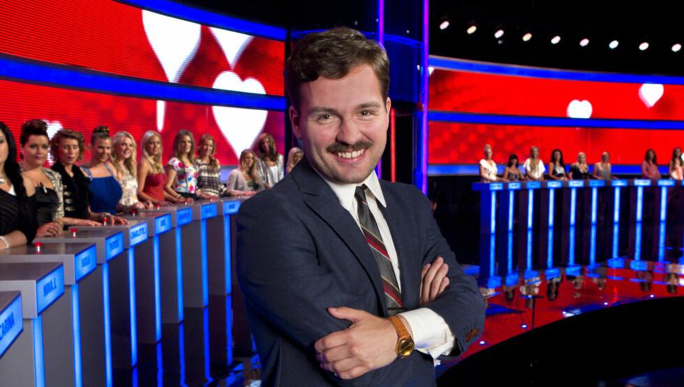 <strong>SKYTER AMORS PILER:</strong> Hasse Hope skal fra mandag 29. august lede sjekkeprogrammet «Dagens Mann» på TV3. Foto: Tv3