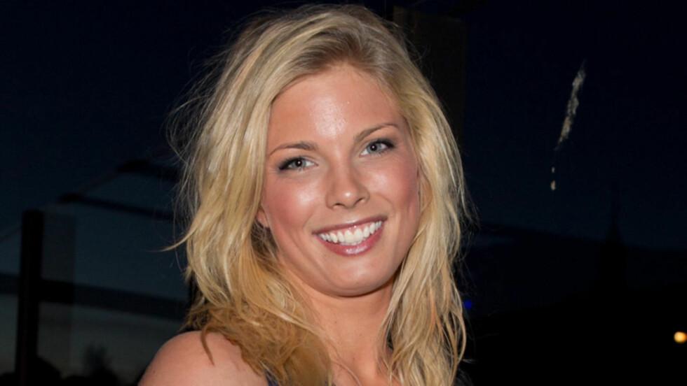 IKKE LENGER SINGEL: Maren Kallhovd, kjent fra årets sesong av «Paradise Hotel», lever ikke lenger singellivet. Hun er nemlig blitt kjæreste med en av sine argeste rivaler fra skandalehotellet. Her er den søte blondinen avbildet på finalefesten til T Foto: Stella Pictures