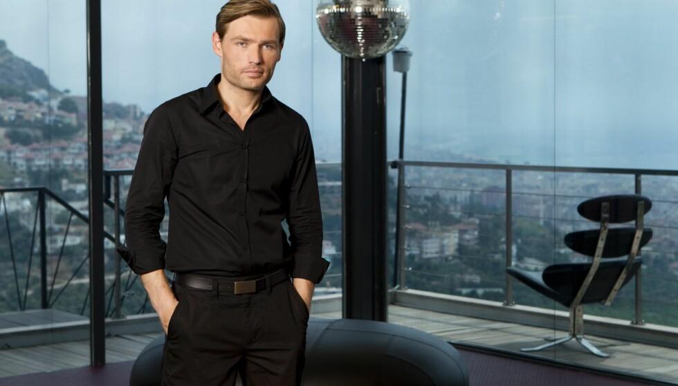 PROGRAMLEDER-DEBUT: Alexander Endsjø debuterer som programleder i TV3s nye realityserie «Fristet». Endsjø har tidligere jobbet som stunt-journalist i bladet FHM. Foto: TV3