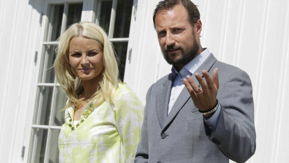 FØLELSESMENNESKE: Kronprinsen setter pris på at Mette-Marit ofte viser følelser. Foto: SCANPIX