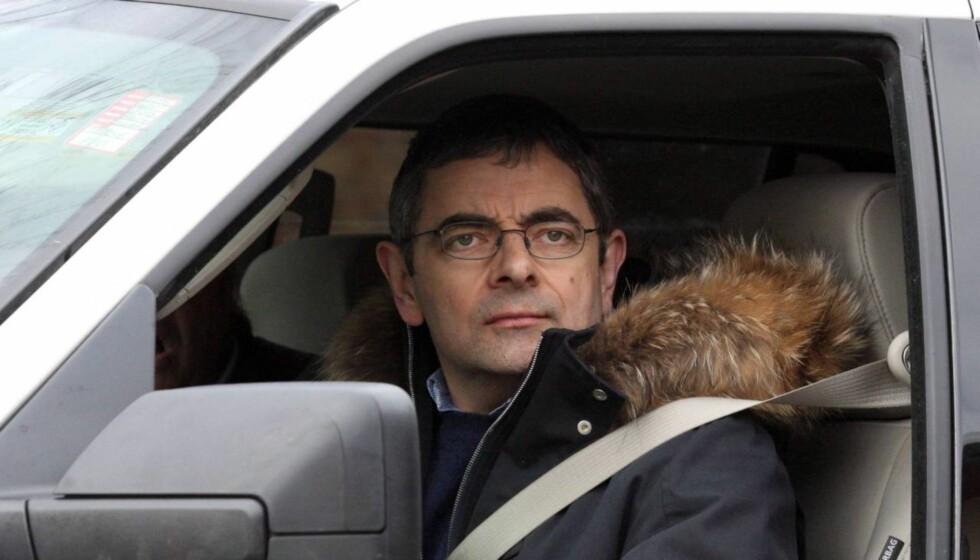 DRAMATISK ULYKKE: Rowan Atkinson måtte krabbe ut av vraket etter han krasjet en av sine sportsbiler i Storbritannia torsdag kveld. Foto: All Over Press