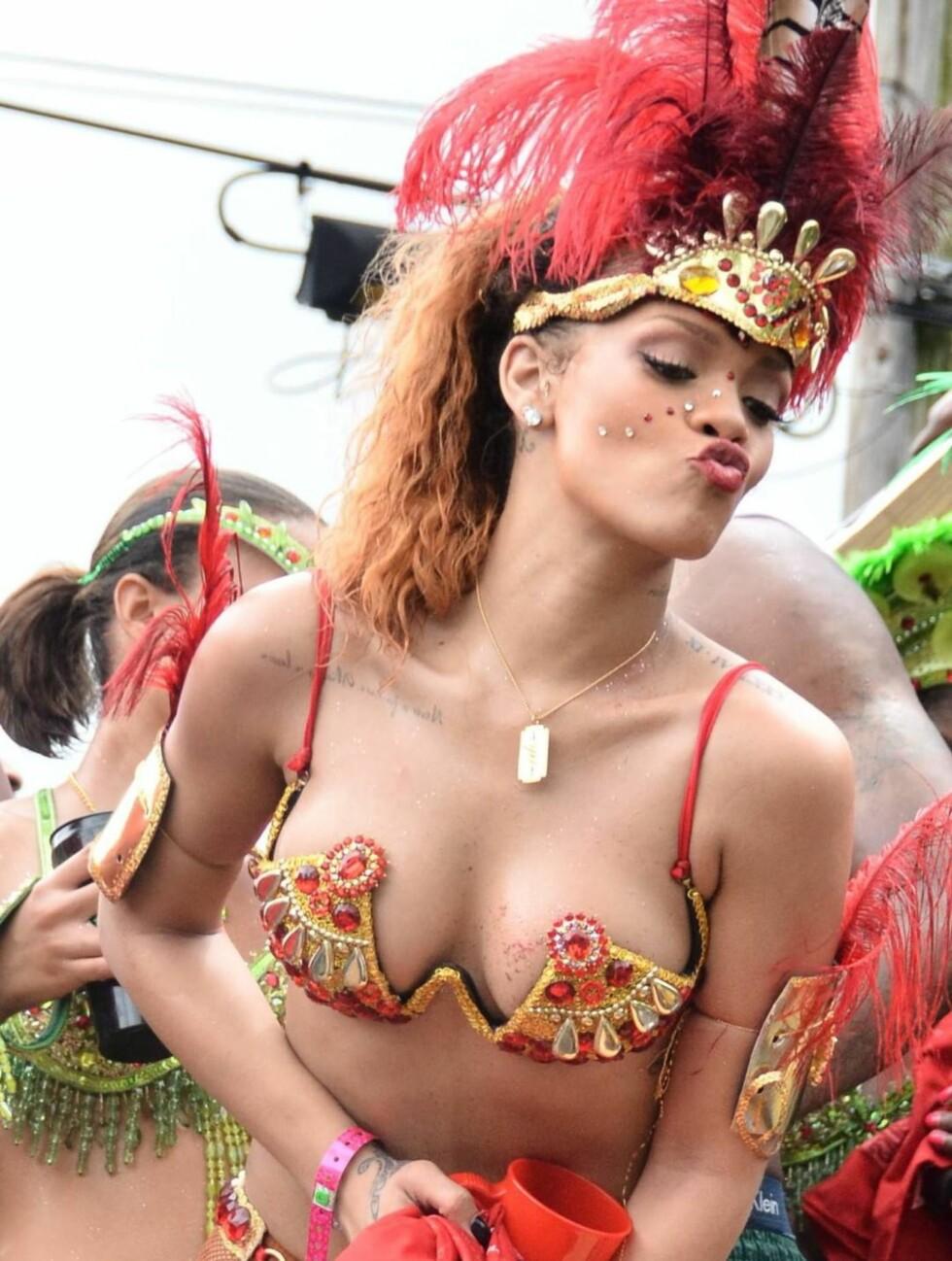 SEXY: Lite ble overlatt til fantasien i denne lekre karnevalskostymen.  Foto: All Over Press