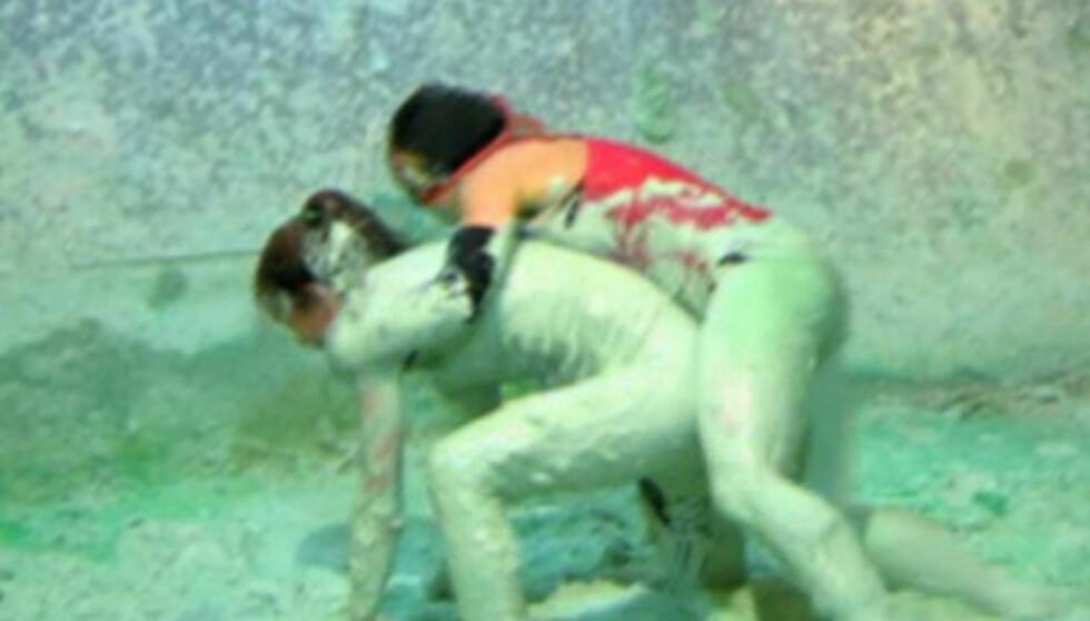GA ALT: Elin Sogn hevder hun ikke rakk å tenke før hun plutselig slåss for første gang i gjørmebadet under innspillingen av «Fangene på fortet». Foto: TV3