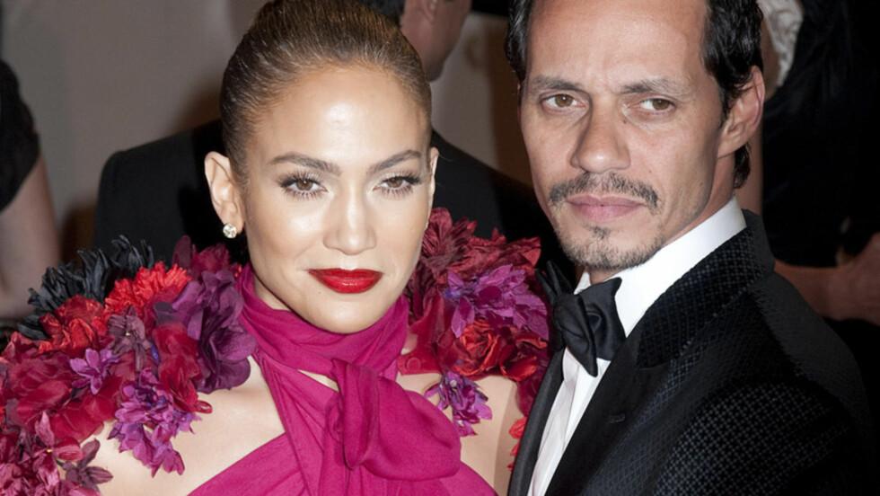 <strong>I HARDT VÆR:</strong> Ekteskapet til Jennifer Lopez og Marc Anthony skal ha vært på gyngende grunn i flere år - blant annet på grunn av utoskap og alkoholmisbruk fra Anthonys side. Her er paret avbildet på en galla til ære for den avdøde designeren Alexand Foto: Stella  Pictures