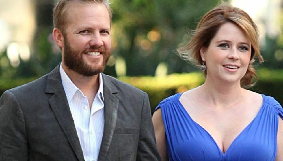 <strong>VENTER BARN:</strong> Jenna Fischer, venter barn med ektemannen Lee Kirk. Foto: All Over Press