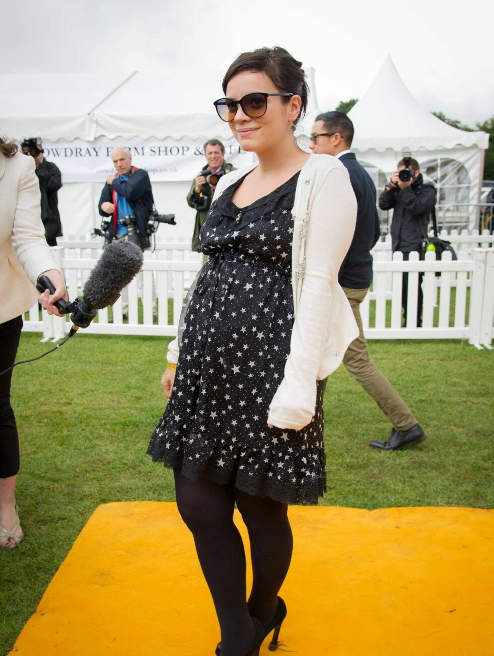 KLAR FOR BARN: Etter to dramatiske spontanaborter, ser Lily Allen nå fram til endelig å bli mamma. Foto: All Over Press