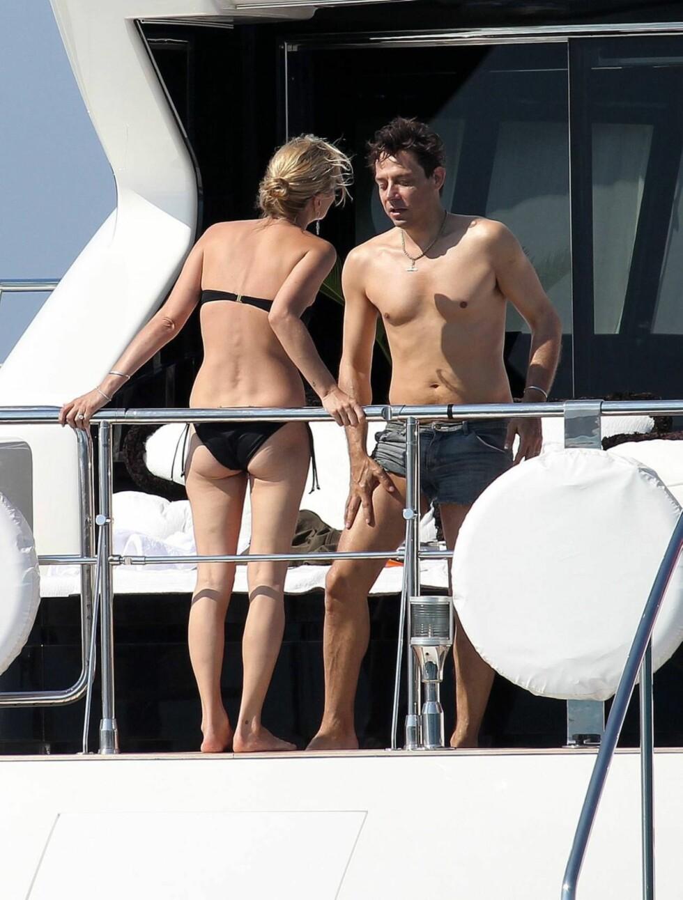 NYGIFT: Kate Moss og Jamie så ut til å sette stor pris på å ha tid kun for seg selv på badeferien. Foto: All Over Press